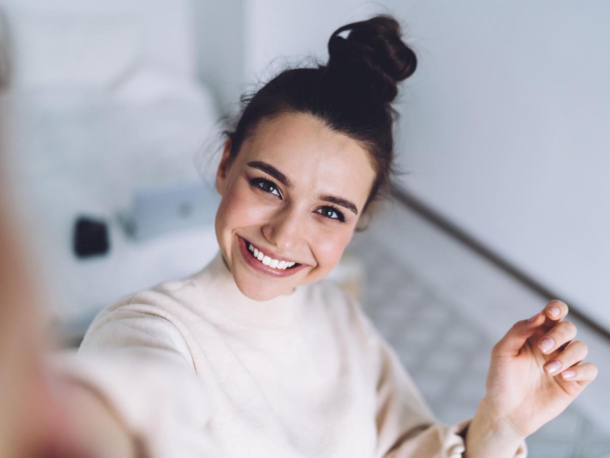 Impressum: Selfie einer jungen Frau