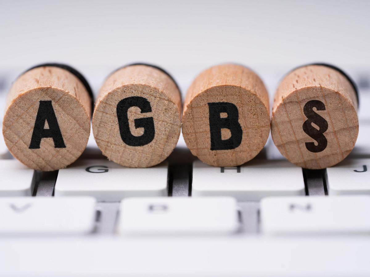 AGB als Korkstempel auf einer Tastatur